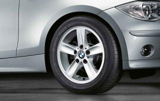 Комплект зимних шипованных колес Star Spoke 140 R16 для BMW 1 серии E81/E82/E87/E88