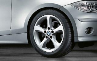 Комплект зимних нешипованных колес Star Spoke 256 R17 для BMW 1 серии E81/E82/E87/E88