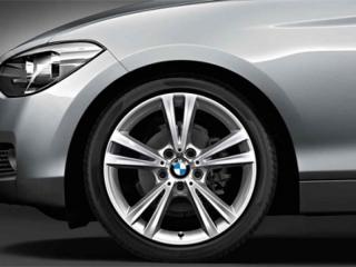 Комплект летних колес Double Spoke 385 R18 для BMW 1 серии F20/F21 и 2 серии F22/F23