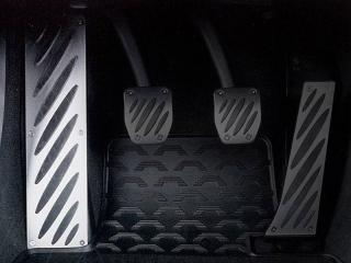 Алюминиевая накладка под левую ногу BMW Performance