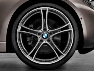 Комплект летних колес Double Spoke 361 R19 черного цвета с серым ободом для BMW 1 серии F20/F21 и 2 серии F22/F23
