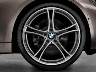 Комплект летних колес 361 черного цвета с серым ободом R20 для BMW 3 серии F30/31 и 4 серии F32/33/36